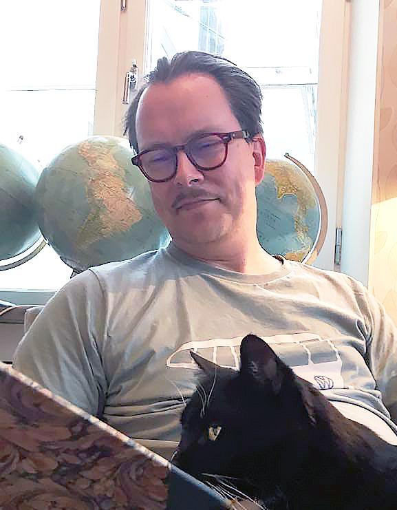 Fredrik och Basse läser Runeberg.